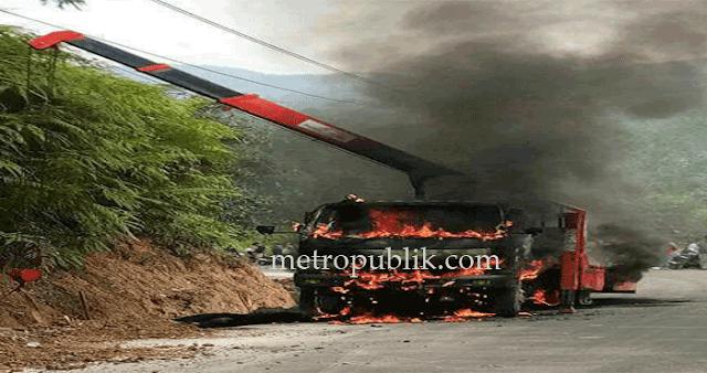 Truck Crane Terbakar Albert ikut Tewas