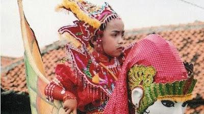 Kesenian Burok Cirebon, Dari media dakwah hingga syukuran khitanan