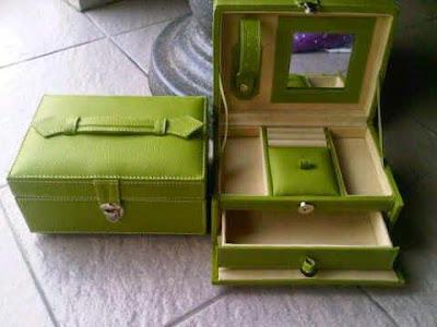Box/Kotak Perhiasan Vinyl Laci