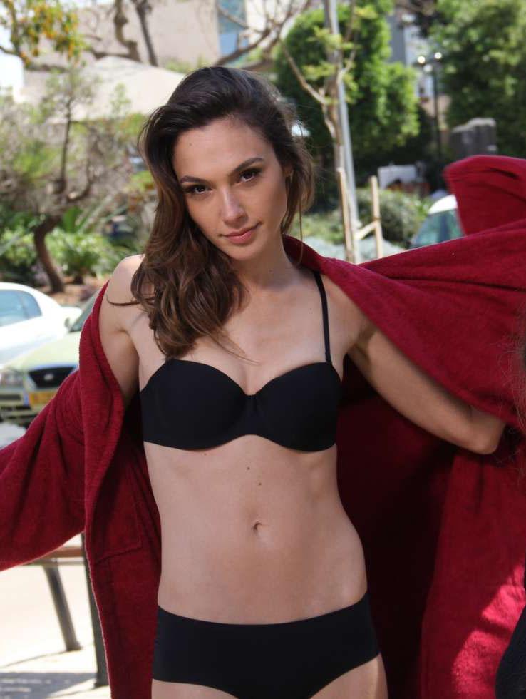 gal gadot sexy lingerie pics 03