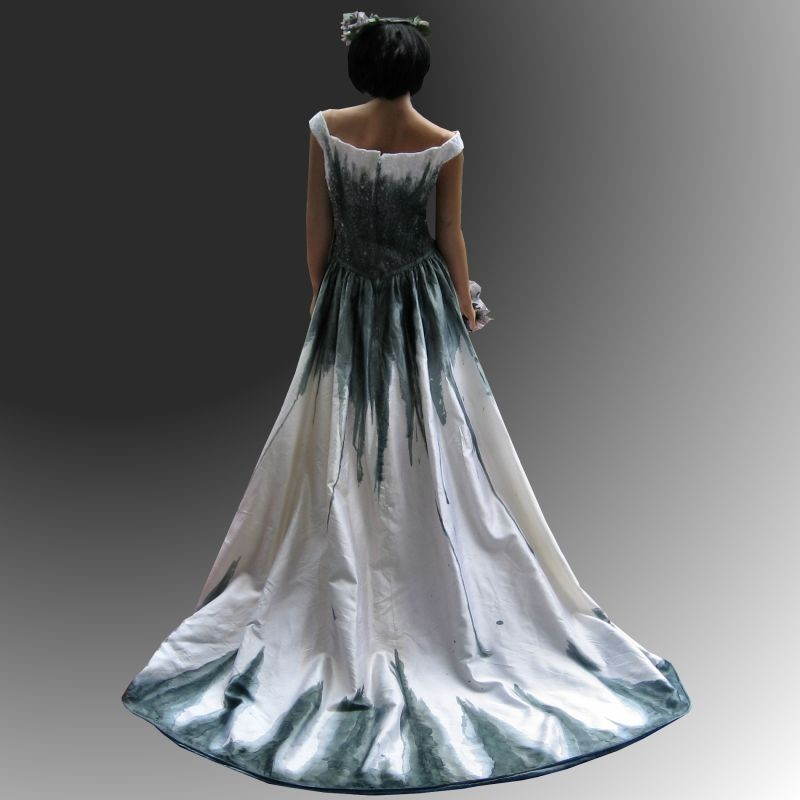 Gothic Wedding Gown: Gothic Wedding Dress With Stunning Hand Painted