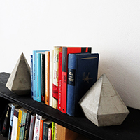 https://www.ohohdeco.com/2015/10/diy-modern-concrete-bookends.html
