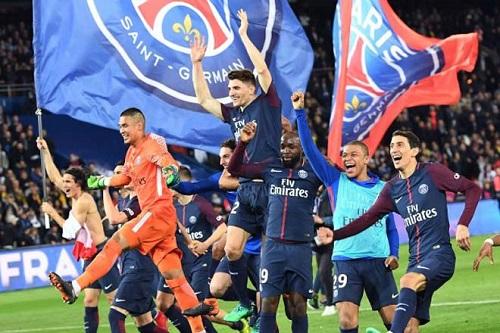 Các cầu thủ câu lạc bộ PSG ăn mừng sau khi vô địch mùa giải Ligue 1