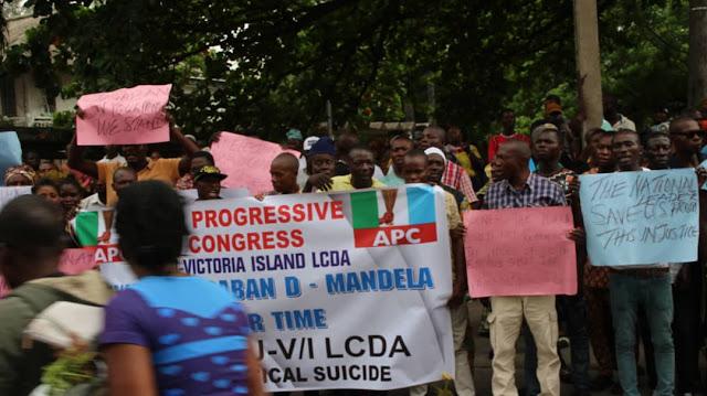 Pandemonium in front of APC National Leader?s House, Bola Tinubu at Ikoyi, Lagos