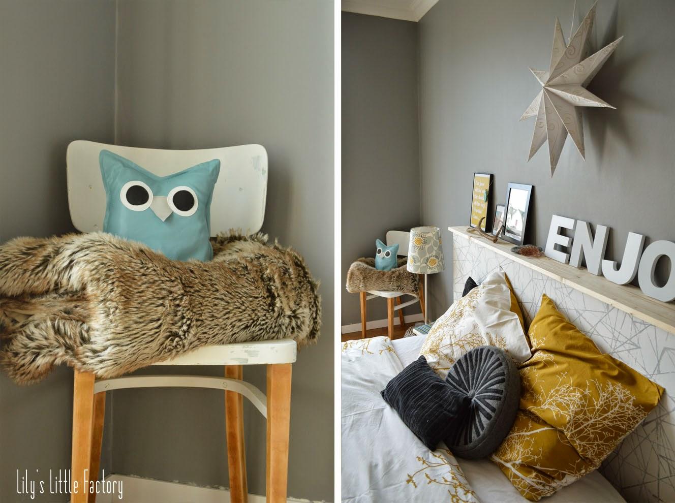 une t te de lit tag re porte photos ambiance d co jaune et gris lily 39 s little factory. Black Bedroom Furniture Sets. Home Design Ideas