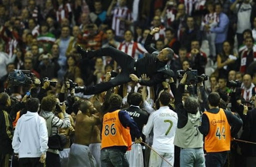Real Madrid players toss coach José Mourinho after winning the Spanish La Liga title