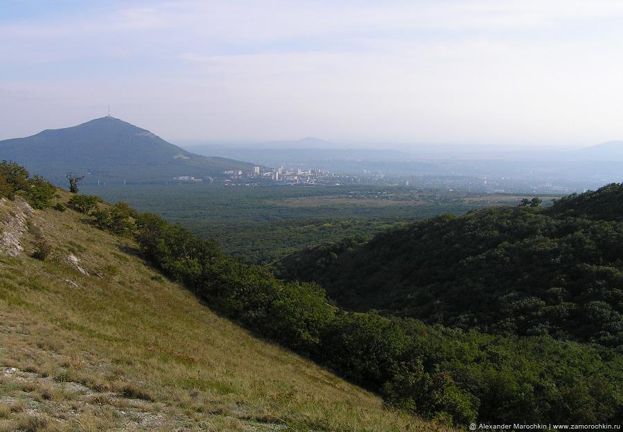 Вид на гору Машук и Пятигорск с горы Бештау