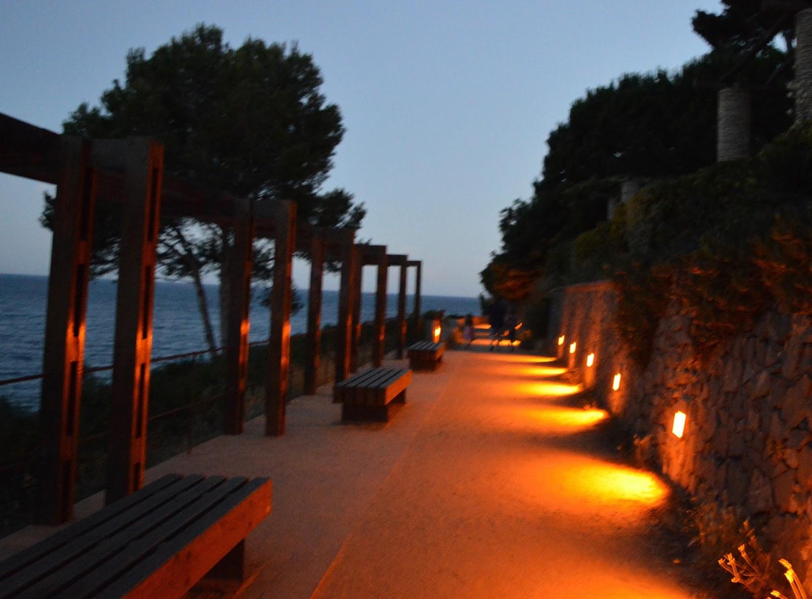 A walk from Calella de Palafrugell to Llafranc - Calella at night