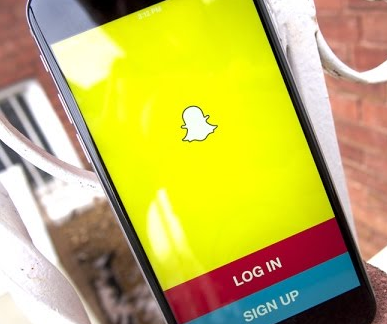 Fitur Facebook yang Satu Ini Sekarang Juga Dimiliki Oleh Snapchat, Apakah Itu?
