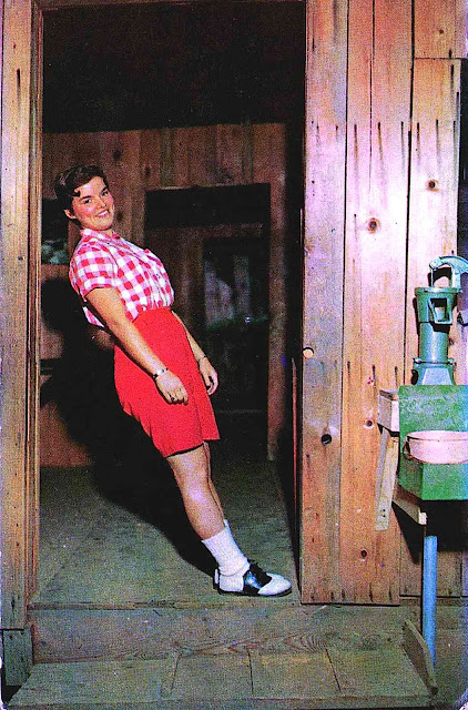 a 1950s slanted house illusion photo