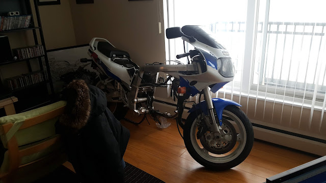 1993 GSXR 1100 WP Motorcycle Apartment Rebuild