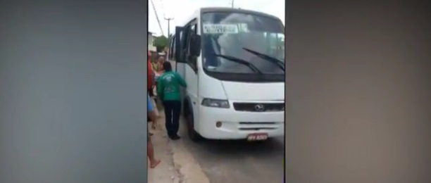 Passageiro de van é baleado durante assalto em avenida de São Luís