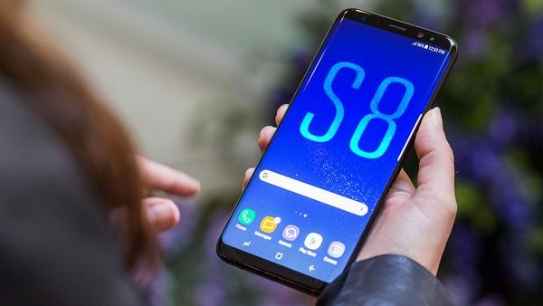 Cấu hình bộ đôi Galaxy S8 so với loạt smartphone đình đám