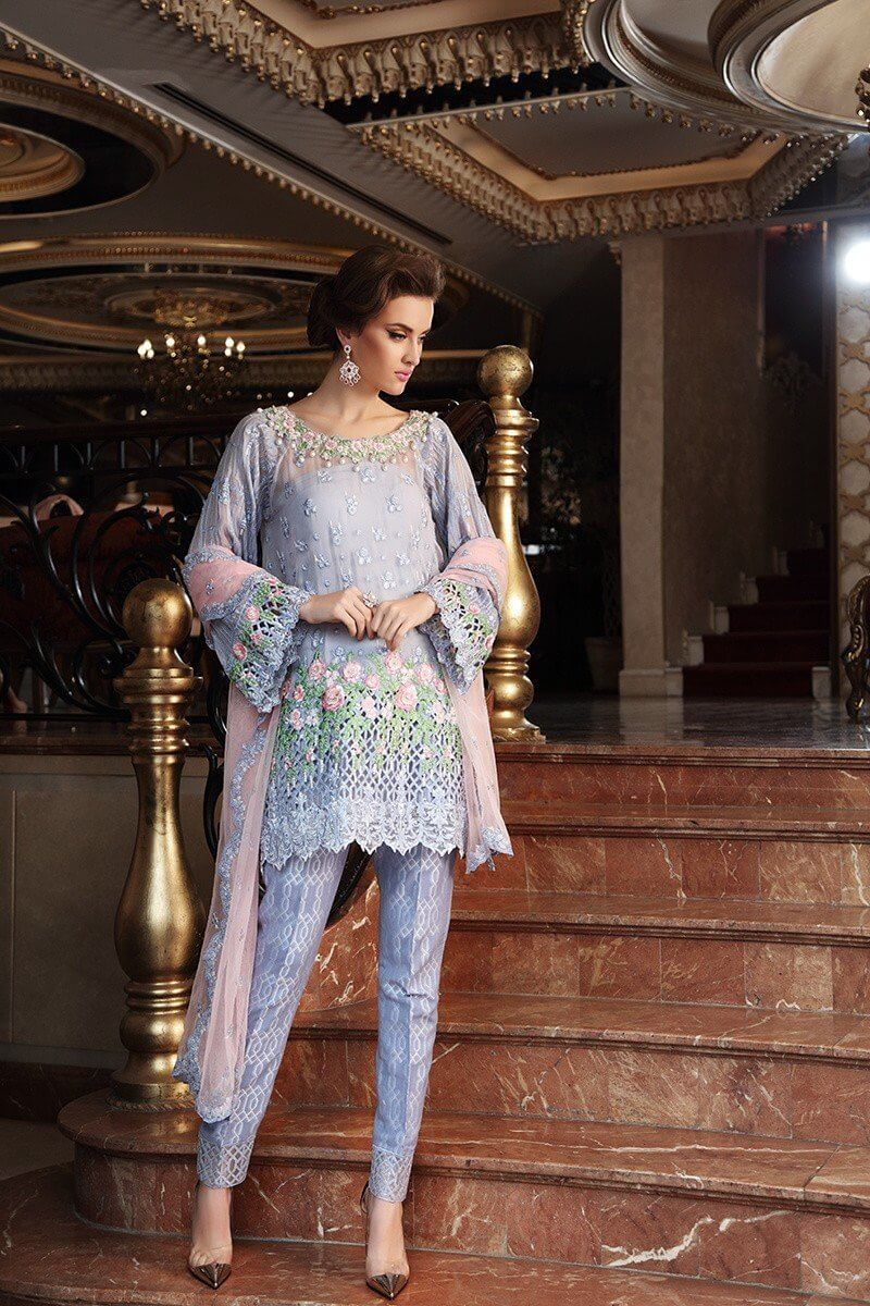 Maria b lawn 2017 collection full catalogue,Maria B summer Lawn 2017,Maria b lawn Famous Designs,Maria b lawn,Maria b lawn 2017 Collection,Maria b lawn 2017 price.