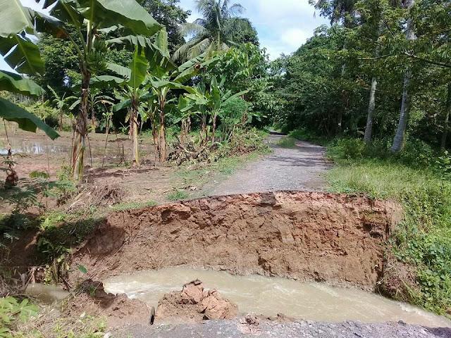 Gorong-gorong di Desa Tanjung Harapan Jebol
