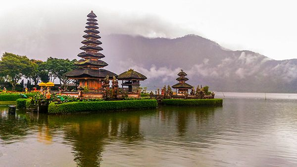 is a H2O temple situated inwards the expanse of Lake Bratan DestinationsinBali; Ulun Danu Beratan Temple: Bali Water Temple inwards Bratan Lake