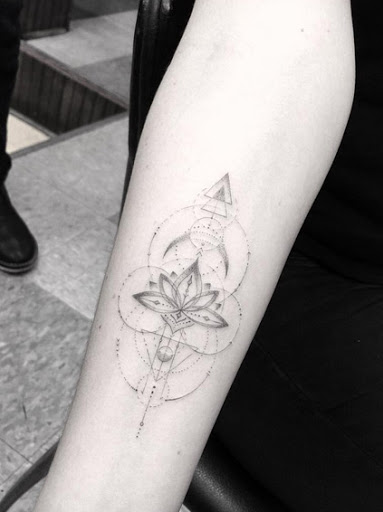 Este geométricas lotus flower design