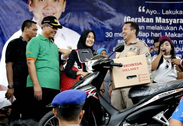 Kunjungi Tanggamus Gubernur Berbagi Macam Bantuan