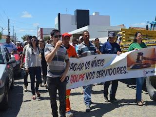 Servidores de Soledade  protestam contra o atual governo municipal