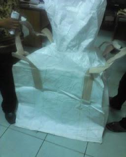 Stock produksi 12/13, dinier jumbo bag 1 ton 1500/1700.90x90x75 cm . tebal dan ada lapisan plastik . harga 85 rb polos putih #wovenbag #jumbobag . #explorejatim 2min
