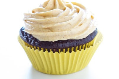 CHOCOLATE STUFFED CUPCAKES WITH PUMPKIN CREAM CHEESE FROSTING