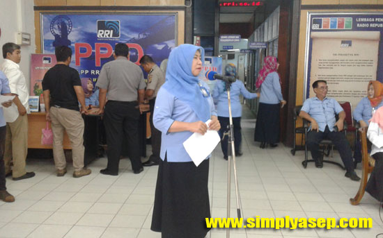 SAMBUTAN : Kepala LPP RRI Pontianak Korwil IX Dra Sofrani Razak saat memberikan sambutan.  Foto Asep Haryono