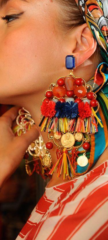 Τα σκουλαρίκια είναι ένα πιο βασικά αξεσουάρ για το καθημερινό σου outfit.  Για την Άνοιξη και το Καλοκαίρι του 2016 99d5a77d15f