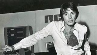 La historia de este cantante iconos y objeto de deseo de la juventud en los años 70 sigue vigente, y sus canciones parecen no tener edad.