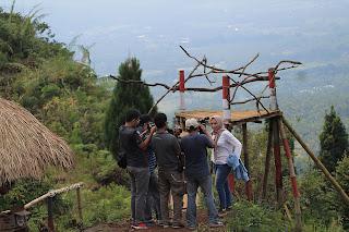 Wawancara dengan pengunjung di Bukit Mertelu