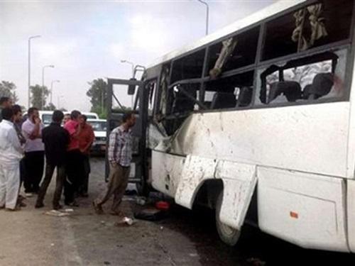 استشهاد 26 شهيد وإصابة 25 آخرين بالهجوم المسلح على اتوبيس الأقباط بمحافظة المنيا