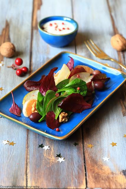 Insalata con spinacini, pere, clementine e noci