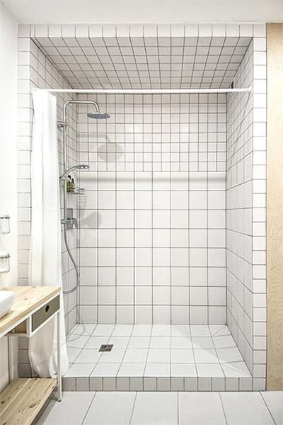 douche carrelage blanc deux tailles idées déco salle de bain