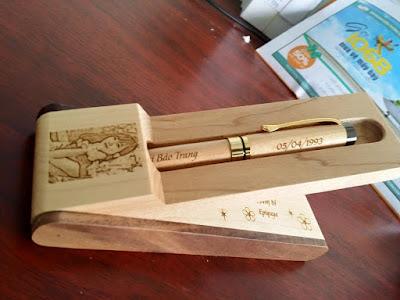 Bút cao cấp gỗ hộp đứng