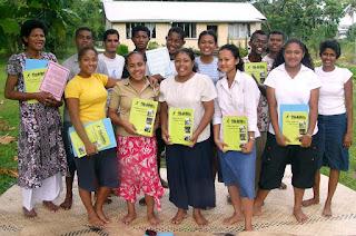 Участники учебного кружка по книгам Института Рухи на Фиджи