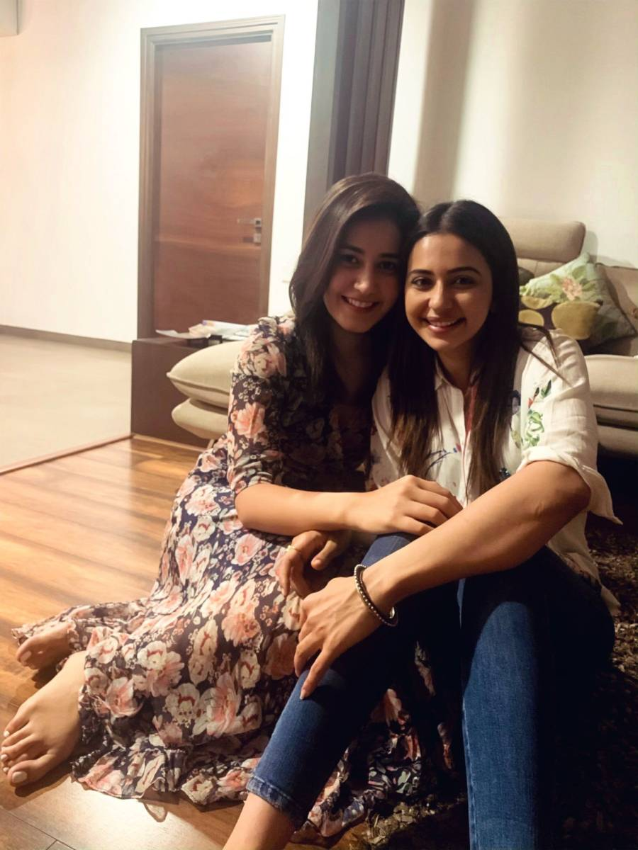 Indian models Rakul Preet Singh and Rashi Khanna Selfie Pics
