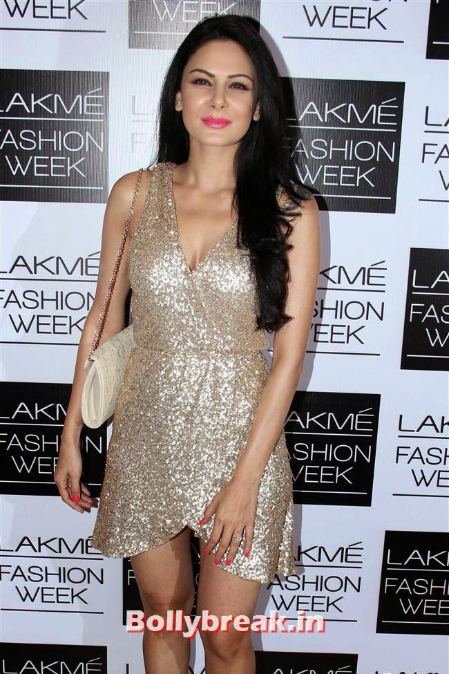 Aanchal Kumar, Bollywood Actresses at Manish Malhotra Show at LFW Summer Resort 2014