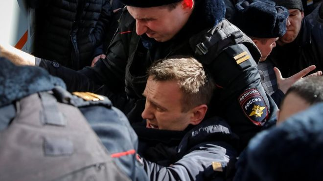 Russia protests: Opposition leader Navalny arrested