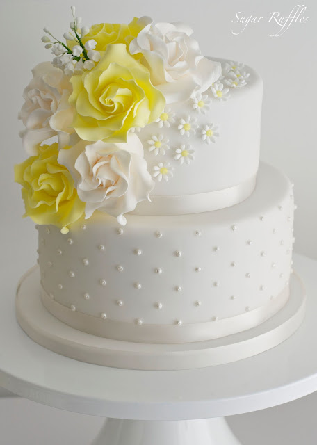 yellow and white wedding cake ideas yellow wedding cake amp cupakes 27692
