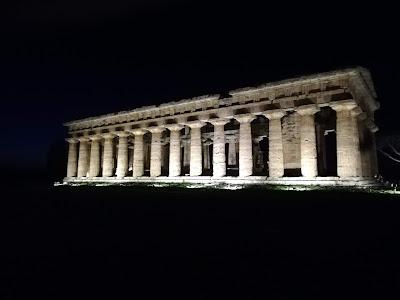 serata al museo a Paestum