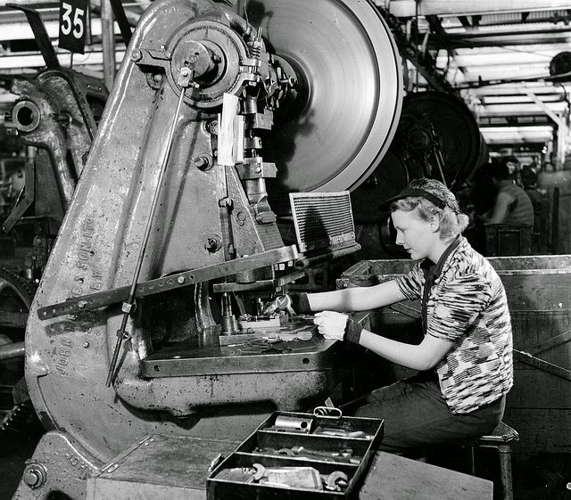 Sheffield United Iphone Wallpaper Pictures Of South Australian Women Working In A Munitions