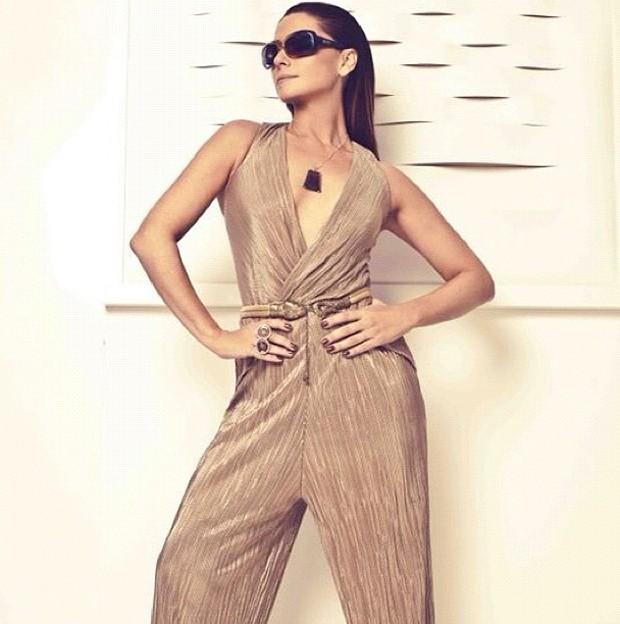 1b86b3482287b Giovanna Antonelli usou o Instagram para apresentar ao fãs a linha de  óculos da Triton Eyewear que leva seu nome. Nas imagens, a atriz aparece  glamourosa, ...