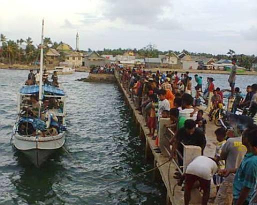 Penumpang Dan Perahu Deng Tandeng, Akhirnya Selamat Tiba Di P.Kayuadi