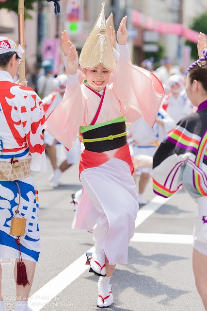 飛鳥連、女踊りの踊り手をマロニエ祭りで撮影した写真