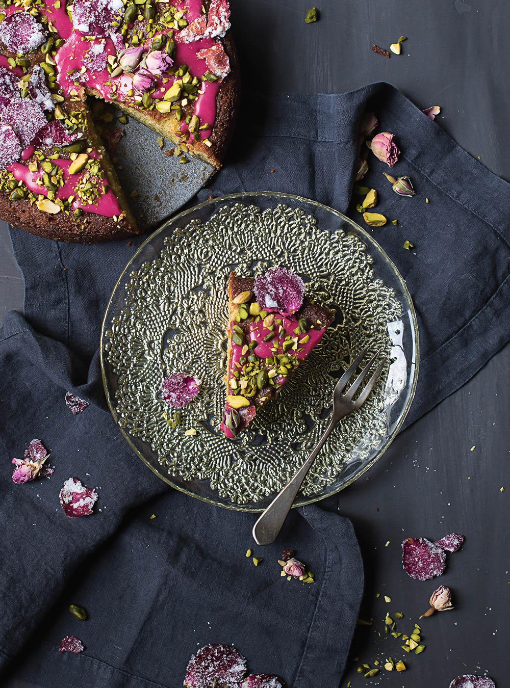 Persischer Liebeskuchen mit Rosen und Pistazien  - Love Cake nach Ottolenghi und Goh