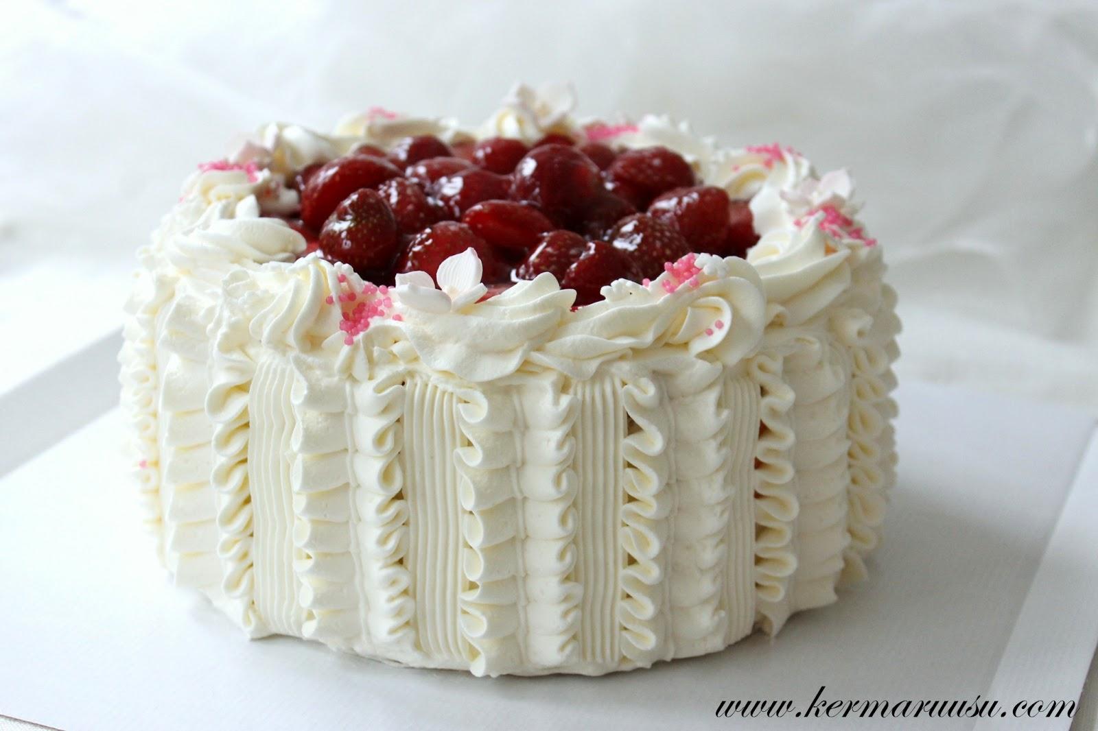 suklaamousse kakun päälle