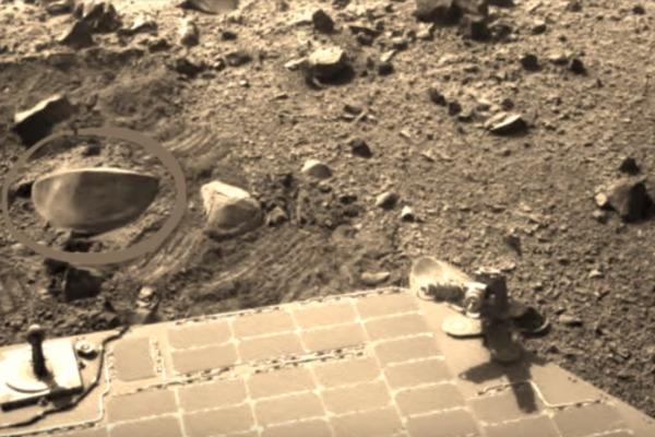 На Марсі знайшли таємничий предмет