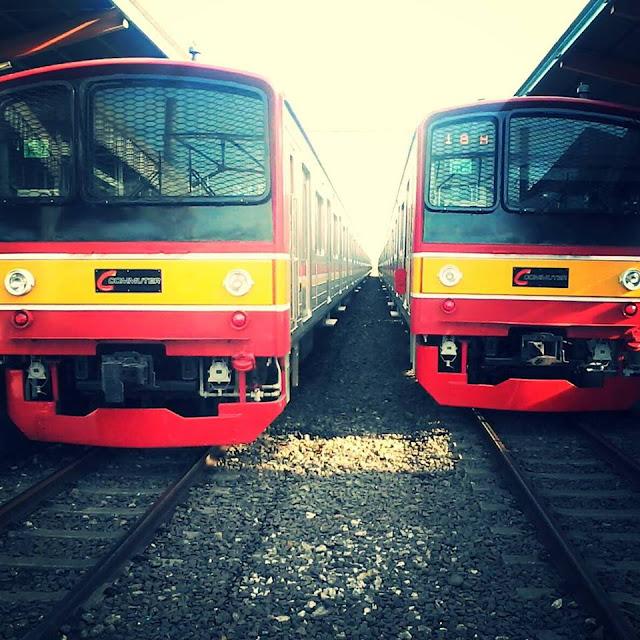 Foto KRL JR 205 Commuter Line Stasiun Depok