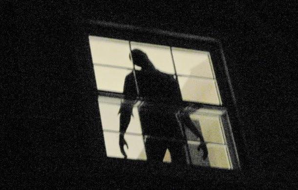 sombra na janela, terror, medo, bizarro, macabro