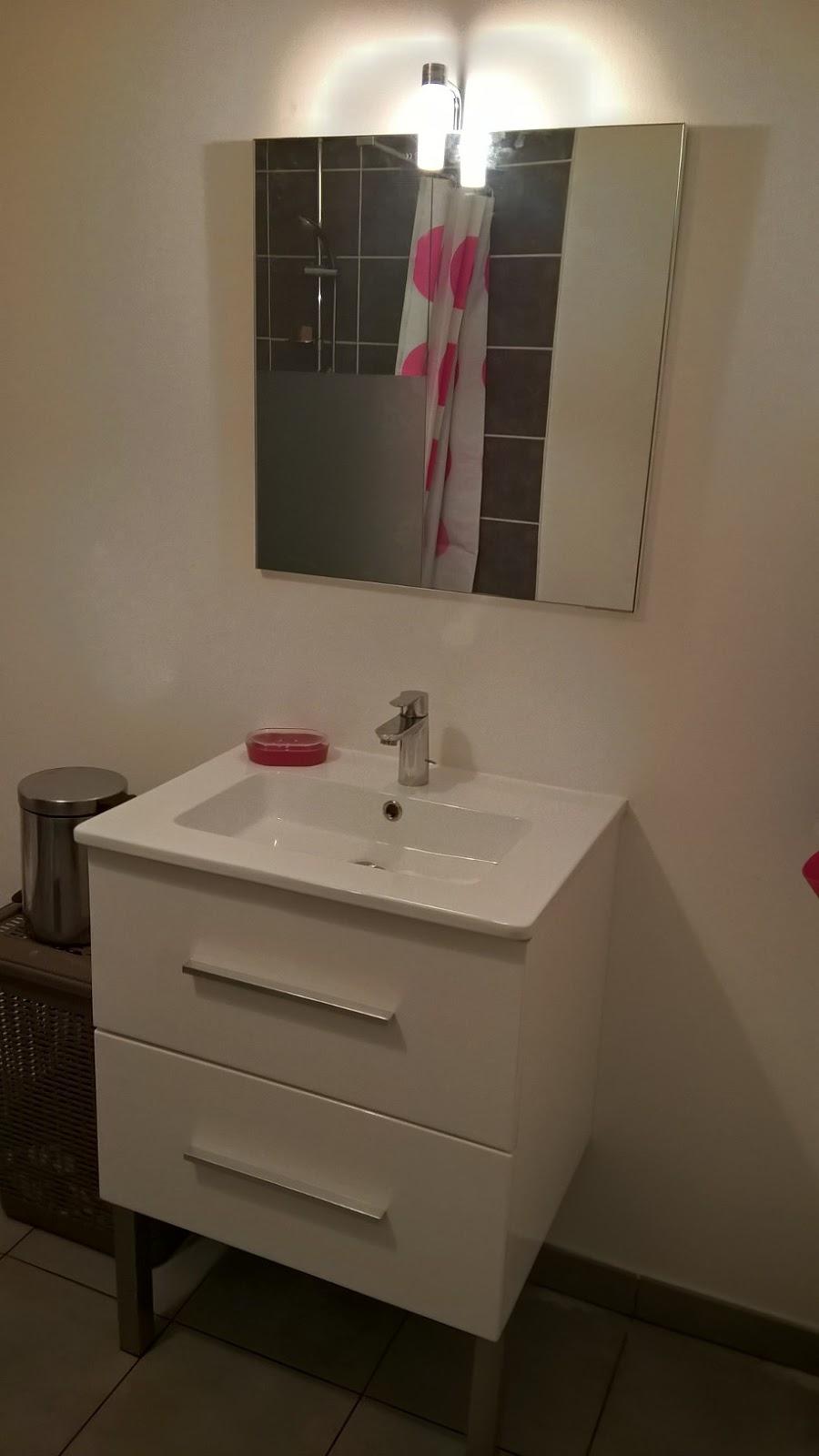 meuble lavabo ancien commode photos vivastreet lavabo ancien coiffeuse meuble de toilette. Black Bedroom Furniture Sets. Home Design Ideas