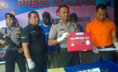 Aparat Polres Bangkalan Tangkap Dua Pengedar Sabu-Sabu 6,14  Gram Saat Melintas Di Jalan Sendang Laok